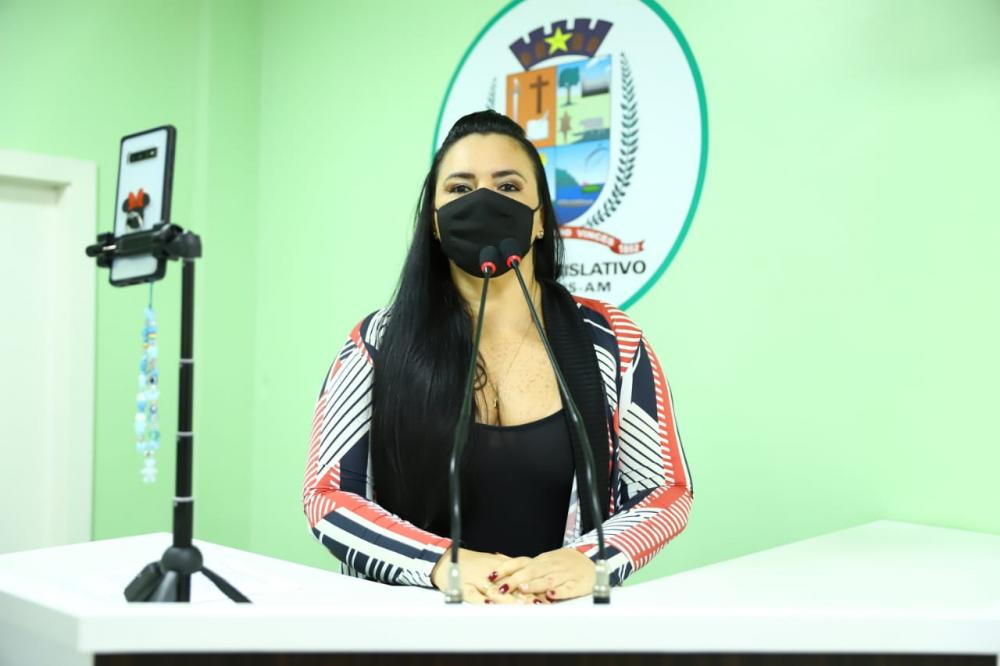 Vereadora Vanessa Gonçalves solicita transporte escolar para atender demanda dos Residenciais Parintins e Vila Cristina