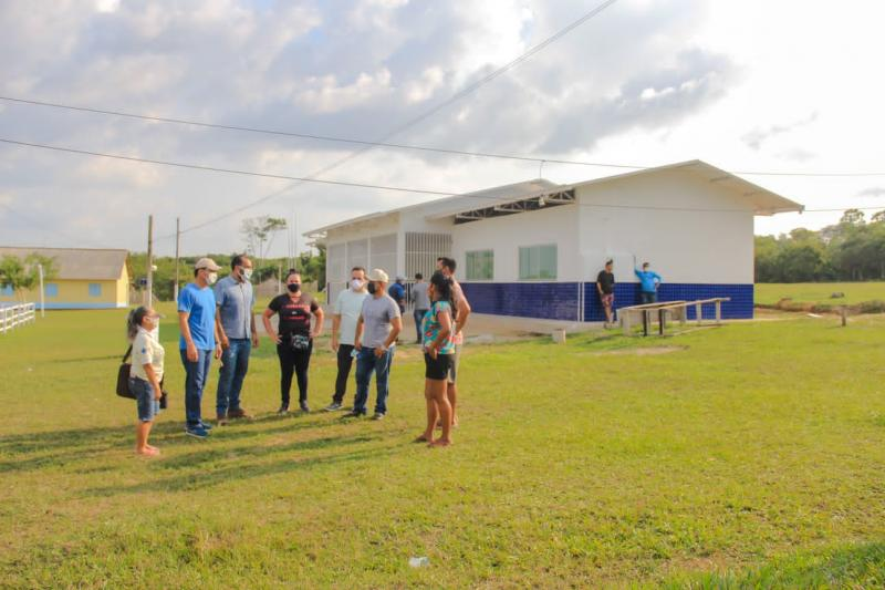 Prefeito em exercício, Mateus Assayag, vistoria conclusão de obras nas comunidades Fluminense, Peixe Marinho, Maranhão e Tracajá
