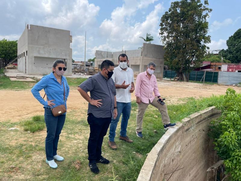 Caixa Econômica e Prefeitura de Parintins vistoriam obras no município