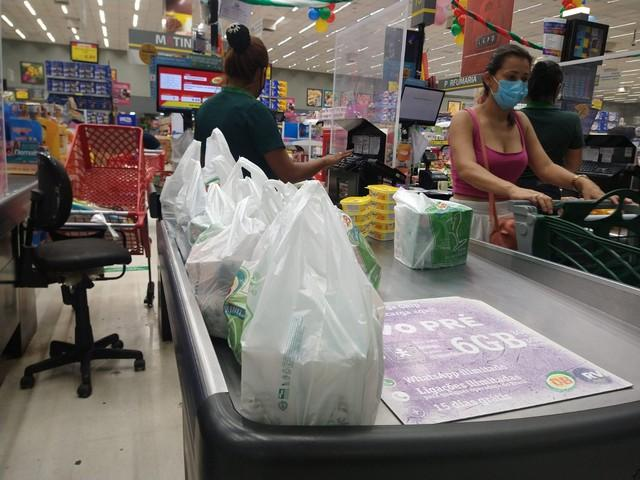 Câmara aprova projeto que dá prazo de um ano para comércio se adequar à 'lei das sacolas' em Manaus