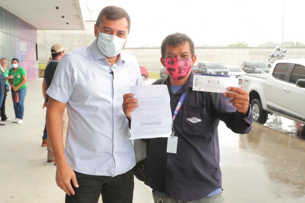 Wilson Lima dá início à entrega dos ingressos da campanha Vacina Premiada